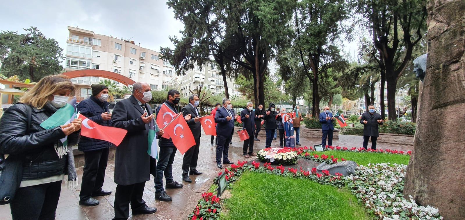 29 Ocak 33 Yılında İzmir'de Zübeyde Hanımın Huzurunda Anıldı