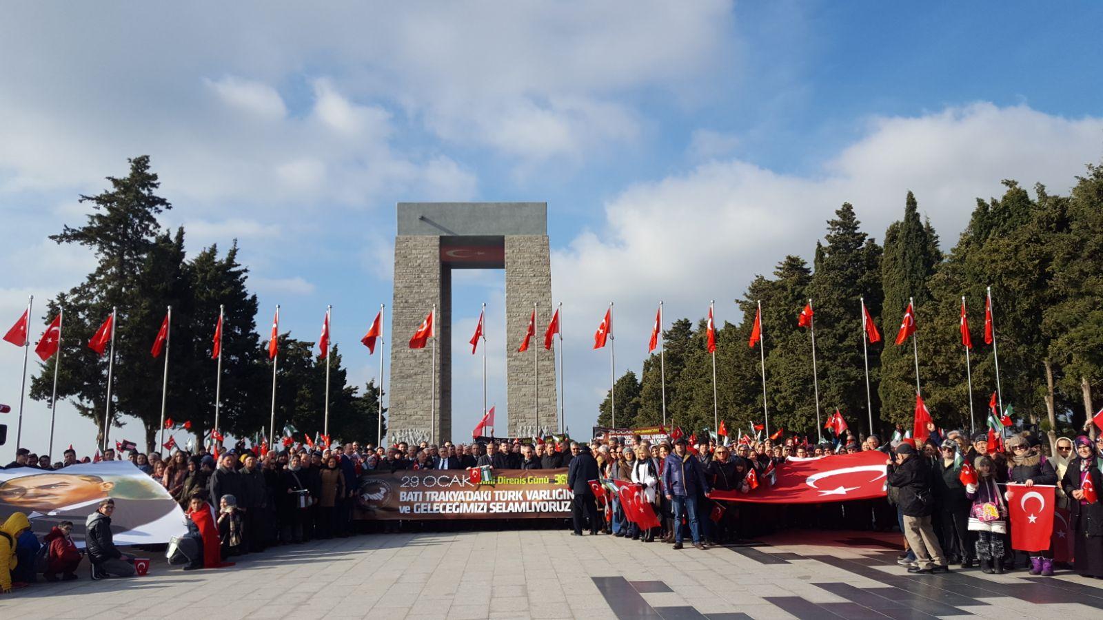 Milli Direniş Günü 30. Yılında Çanakkale'de Şehitlerin Huzurunda Anıldı
