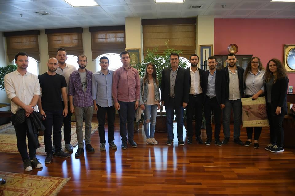 Gençlerden Mustafa Dündar'a  Ziyaret