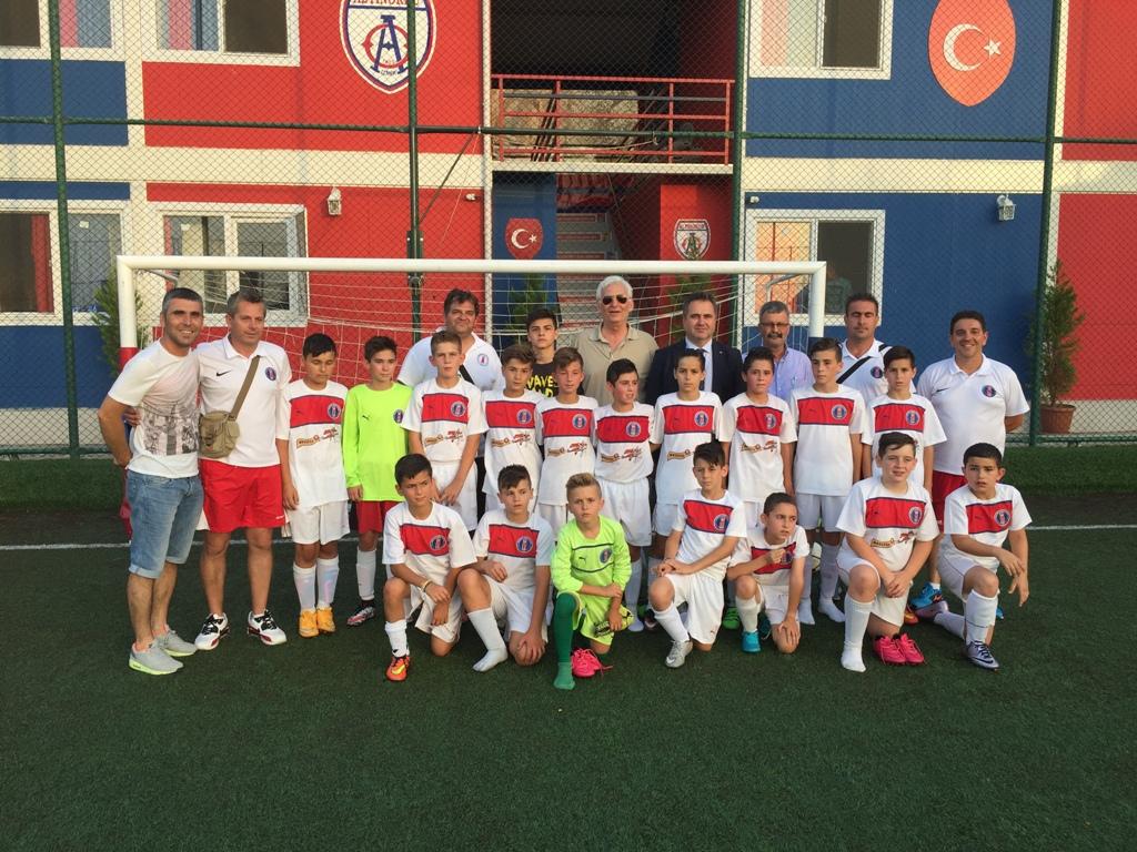 İskeçe Spor Birliği U12 takımı İzmir'de Onur Konuğu