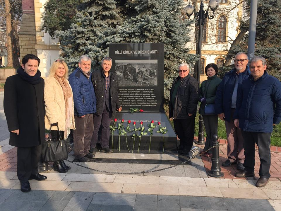 İzmit Şubemiz Milli Direniş Günü Anıtına Karanfil Bıraktı