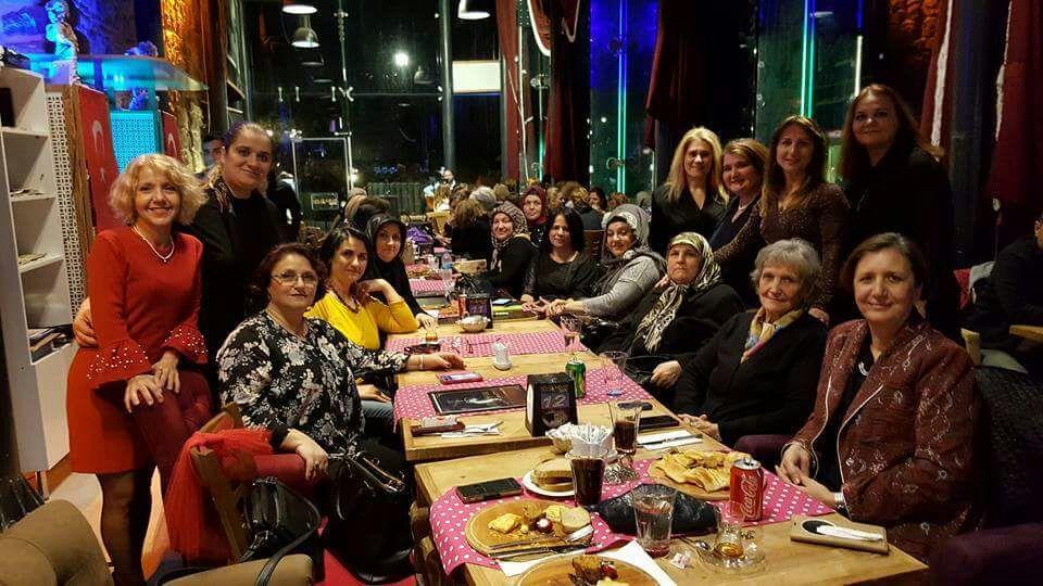 İzmit'te Batı Trakyalı Kadınlar 8 Mart'ı Kutladı