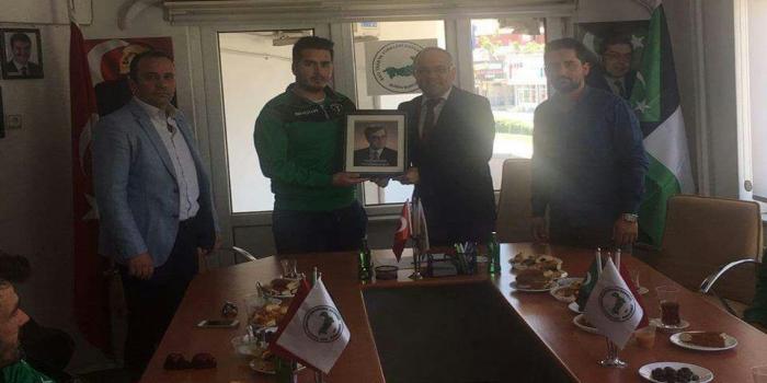 Yaka Birlik Futbol Kulübü'nden BTTDD Bursa Şubesi'ne ziyaret