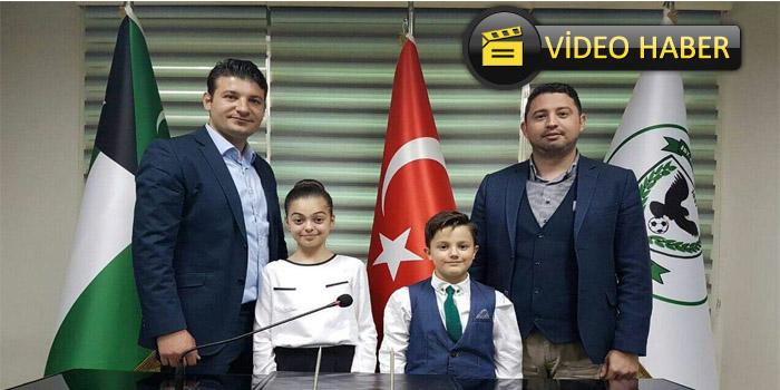 Zeytinburnu'nda Koltuğa Oturan Çocukların Mesajları